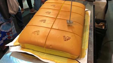 台湾街头的爆款小吃:巨型海绵蛋糕,像弹簧一样会摇晃太好玩了