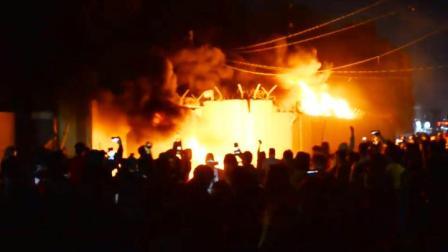 伊拉克反政府示威者火烧伊朗领事馆