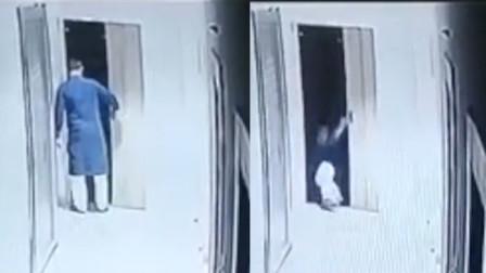 电梯门打开轿厢却没到 男子一脚踏入踩空坠亡