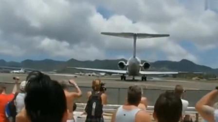 飞机起飞近距离接触,才知道威力有多大,下一秒狼狈逃窜