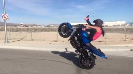 妹子骑摩托车炫技,这几个动作,你学几年都不一定能做到