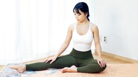 这组腿部拉伸动作很简单,坐着就能做,每天坚持练让双腿更修长
