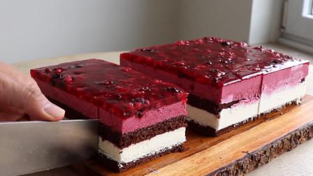 这样的巧克力蛋糕,每咬一口都有蓝莓树莓果肉!100元你会买吗?