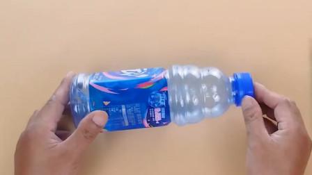 大口的塑料瓶不要扔,剪一刀放在卫生间,一次省下好几百,太棒了