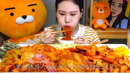 韩国大胃王卡妹直播吃美食,一个人吃一大盘,大口吃粉条才过瘾!