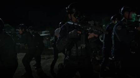 反恐特警队戴上夜视仪,关闭射灯,突击武装分子,精彩刺激