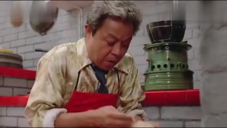 林正英:大叔做菜真有意思,蛋黄散了就丢掉,转身又捡起来了!