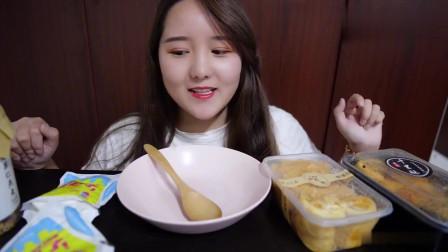 《中国吃播》肉松面包、燕麦片、椰子片、黑谷羹!