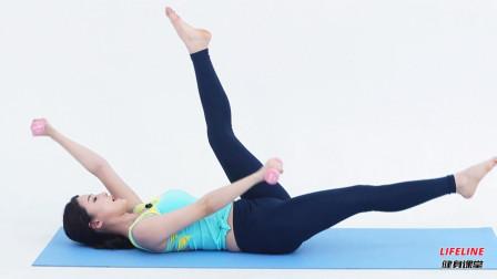 健身女神黄雅英教你练核心,手持哑铃简单四个动作,在家就能练