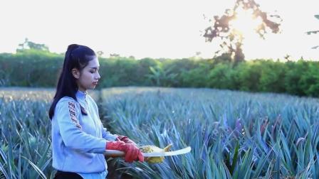泰国美女模仿李子柒,摘菠萝做蛋糕,网友:一个天上一个地下