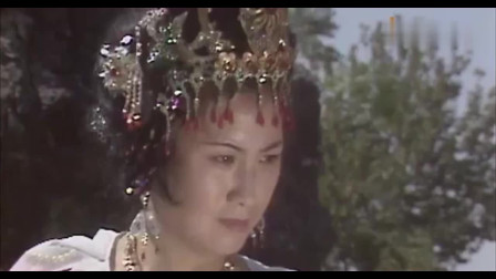 西游记:铁扇公主砍了悟空几剑,悟空安然无恙,气得一扇子把他扇飞了