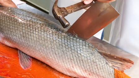 你见过这样杀鱼的吗?怎么连锤子都用上了!
