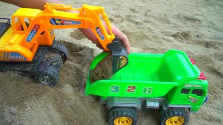 挖掘机装沙子到土方车上 工程车模拟施工
