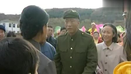 军歌嘹亮:儿子大奎后 高大山回到屯 一个人在大奎坟前痛哭