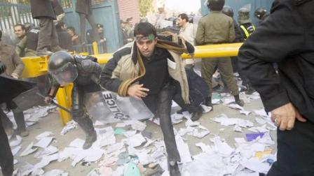 暴乱损失4000万,如今幕后黑手被揪出!伊朗军方逮捕8名美国特工