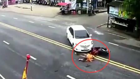诡异的路口!一天内接连发生车祸,看完视频都不敢相信
