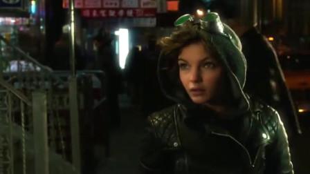 哥谭镇:在这罪恶都市里,神秘女子依靠娴熟技巧生存
