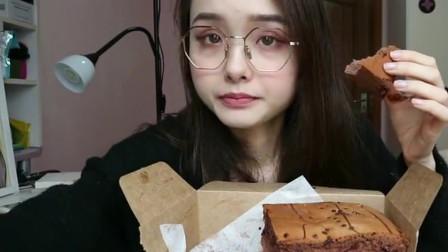 小姐姐吃播巧克力爆浆蛋糕+泡芙+奶酪面包片,感觉卡路里在燃烧