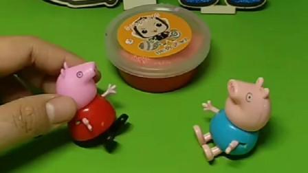 猪妈妈给买的珍珠水晶泥,佩奇把自己和乔治哦包起来了,这样妈妈就找不到她们了