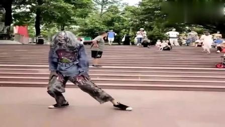 """大哥这是跳的传说中的""""僵尸舞""""?还挺吓人呢"""