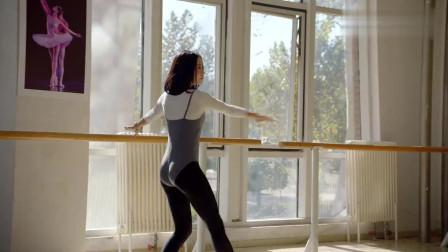 逗比女换上舞蹈鞋秒变气质女,舞蹈团团长都很意外,连连夸奖