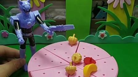 奥特曼蛋糕上的水果去哪里了,是谁拿走了,小朋友看见了吗?
