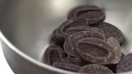 巧克力奶油冰慕斯,挖开后口水忍不住了!
