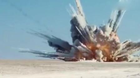 美军悍马车队遭遇坦克攻击,阿帕奇瞬间重火力压制,太刺激了!