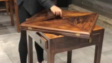 这就是古人的智慧,一个小桌子,可是展开后就变成了大桌子!
