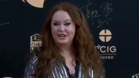 国际巨星莎拉·布莱曼惊喜现身,笑容满面欣喜激动助阵红毯 海南岛国际电影节开幕式红毯暨晚会 20191201