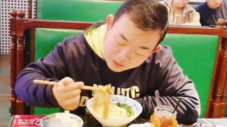 食在广州,味在西关!跟大白去吃云吞面,虾仁肠粉,鲜美又滑嫩!