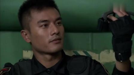 火蓝刀锋:外国军人看不起中国枪,沈鸽展现枪法,啪啪打脸老外!
