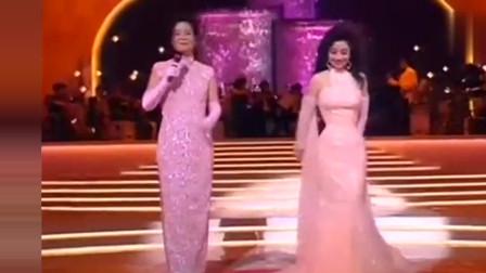 邓丽君92年与徐小凤,黎小田同台演唱黄梅戏《戏凤》,精彩了