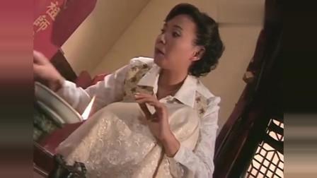 林正英经典:英叔是太监?怪不得他不近女色,美女发现宝贝袋