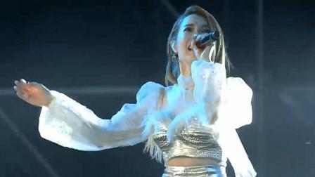 这是曾经的天后?,41岁徐怀钰小县城商演,唱《我是女生》好心酸