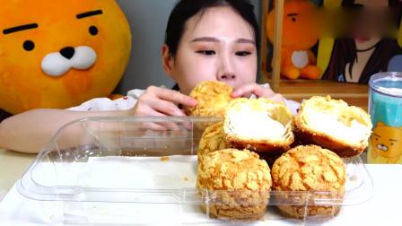 吃播大胃王:小姐姐吃圆滚滚的奶油泡芙,看她吃得可真有食欲呀