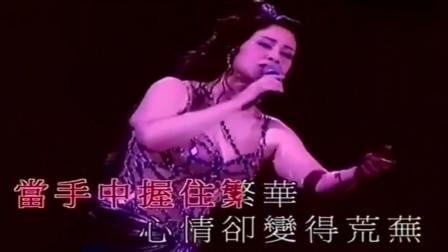 甄妮现场《鲁冰花》唱到一半,女儿上台献花,母女长得很像