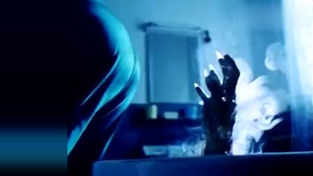 鬼媾人:小伙半夜起来上厕所,谁知马桶伸出一只手,这下完了