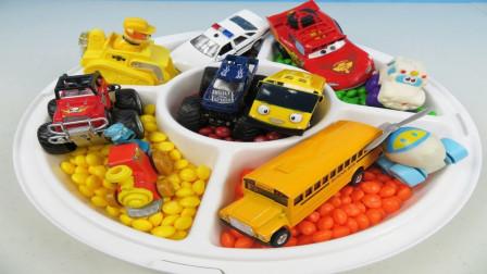 五彩巴士汽车和消防车巴士汽车玩具