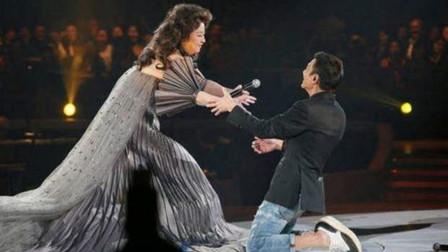 """这才是""""殿堂级""""歌手!不仅春晚为她破例,就连刘德华都给她跪了"""