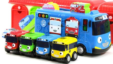 小公交车太友玩具故事:小公交车排排坐!太友带小公交车们在干嘛