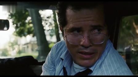 灭顶之灾:大叔感觉车窗外不对劲,戴上眼镜仔细瞧,美女吓得叫出声!