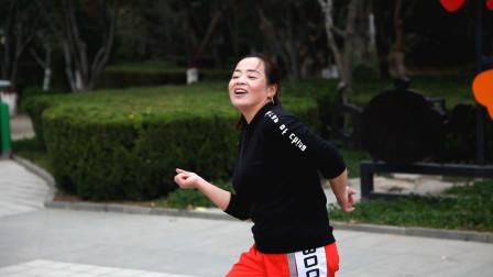 经典流行鬼步舞《奈斯三连》,老师现场教学,好看好学