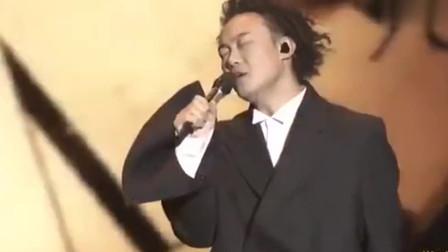 陈奕迅演唱会《十年》全场观众掌声不断, 满满的青春回忆!