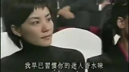 谢霆锋坐在陈冠希与张柏芝中间唱歌,王菲为何总是回头张望!