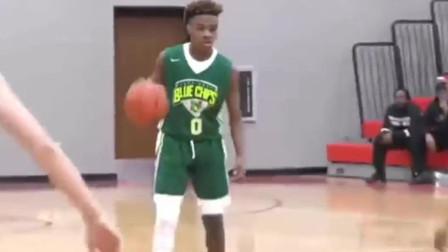 詹姆斯大儿子打篮球,这运球动作,跟老詹一个样