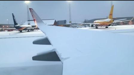 波音737暴雪后起飞 机翼上厚厚的积雪原来是这样被快速除去的