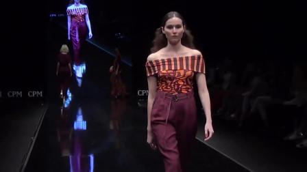 俄罗斯时装周走秀,高挑模特气质不俗,步步都很动人