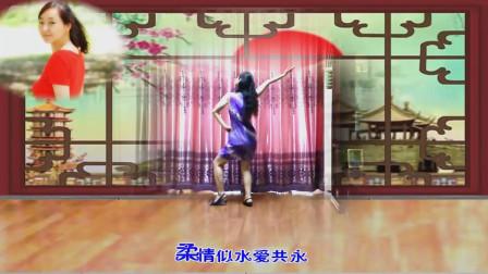 阿姨舞起《万水千山总是情》,尽显优雅身段,舞蹈太容易掌握了!
