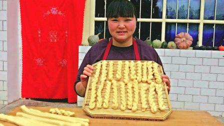农村媳妇教你麻花最简单的做法,两手一搓,香甜酥脆,看一遍就会